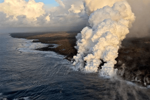 Hot Lava Flowing in the ocean makes a huge swarm of clouds
