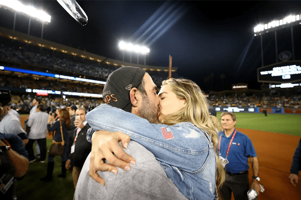 Kate Upton sucking face with her husband Justin Verlander in 2016