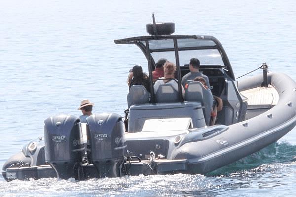 Oscar Maximilian, Vacation, Greece