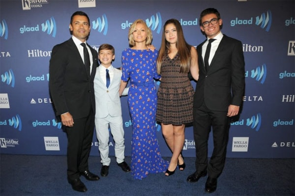 Kelly Ripa with her family