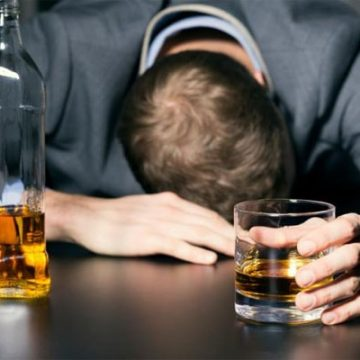 Top 10 Alcoholic Actors – List of Celebrities With Drinking Problems in Hollywood