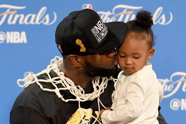 Zhuri Nova James, daughter of LeBron James with him
