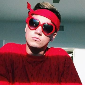 YouTuber Taylor Caniff is Bored Without Girlfriend. He Needs A Wife to Love
