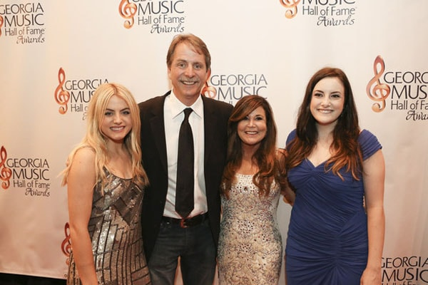 Jeff Foxworthy and his daughters.