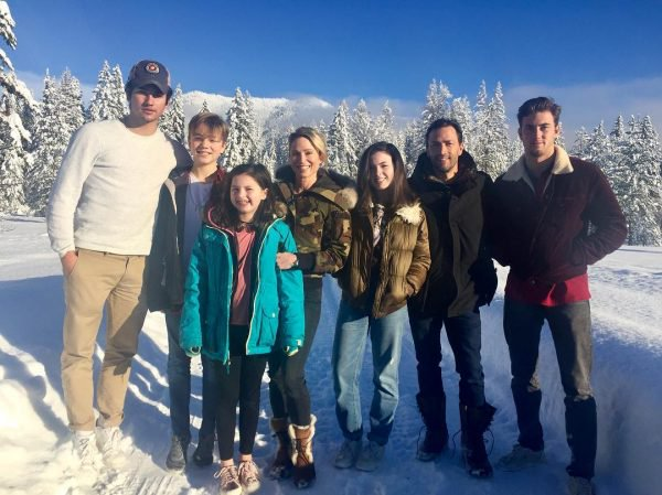 Robach and Andrew's family together in a vacation