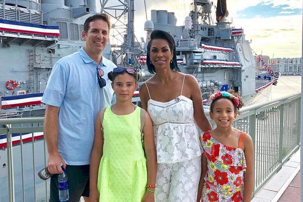 Harris Faulkner with her family