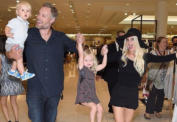 Pregnant Jessica Simpson Surprises Sister Ashlee Simpson With Third Baby News