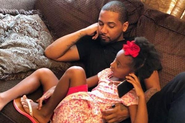 Juelz Santana with his daughter Bella Monroe Santana