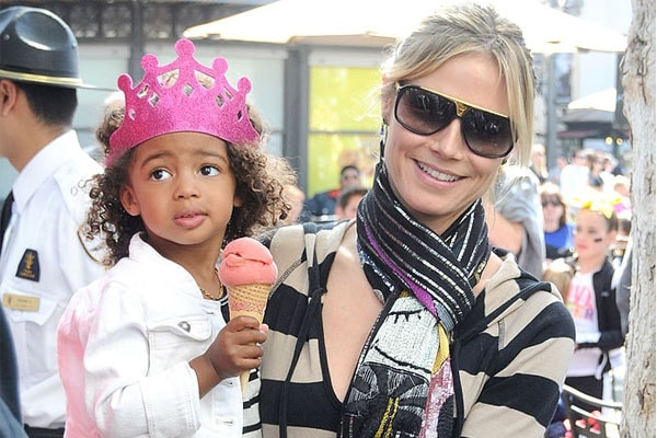 Lou Sulola Samuel with her mother Heidi Klum