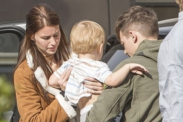 Louis Tomlinson with son and wife