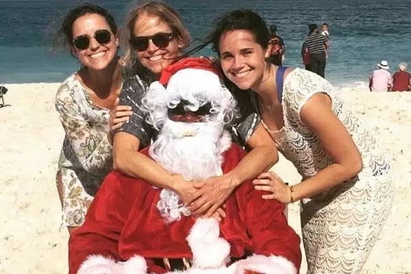 Katie Couric with daughters Elinor Tully Monahan and Caroline