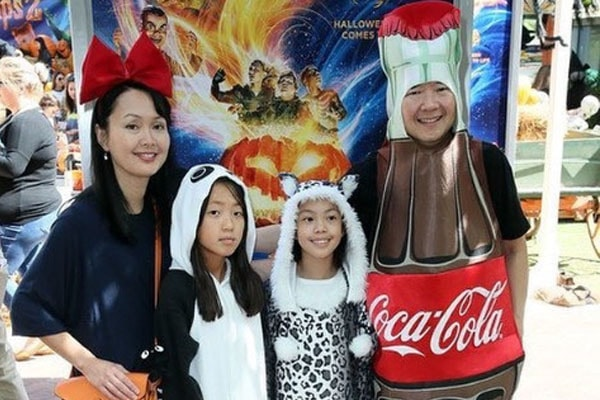 Ken Jeong with family