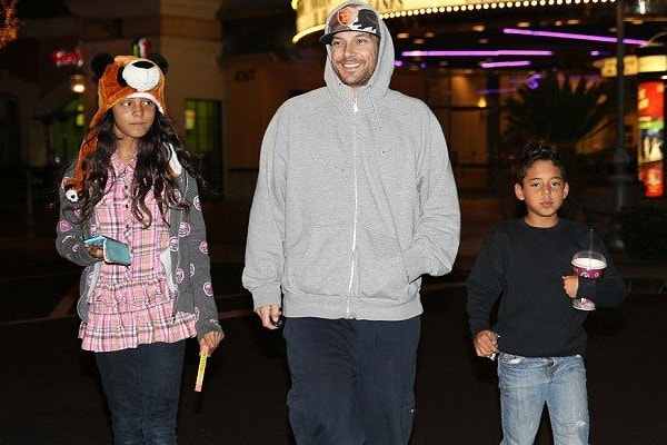 Kevin Federline with his two children