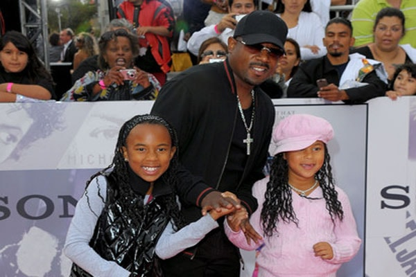 Martin Lawrence with his daughters