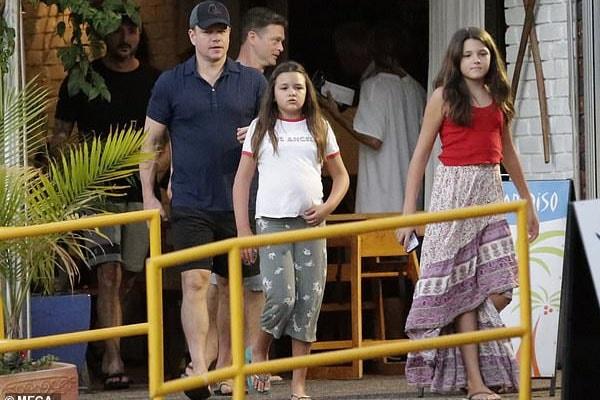 Matt Damon with daughters