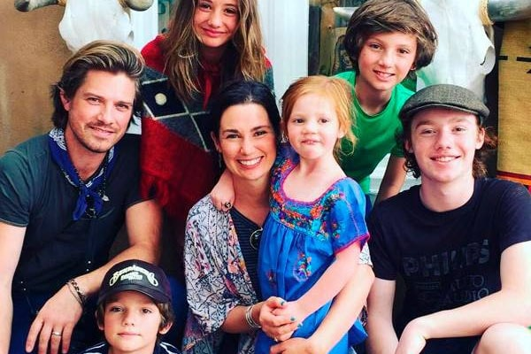 Taylor Hanson with family