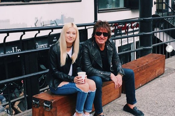 Ava Elizabeth Sambora with her father, Richie Sambora