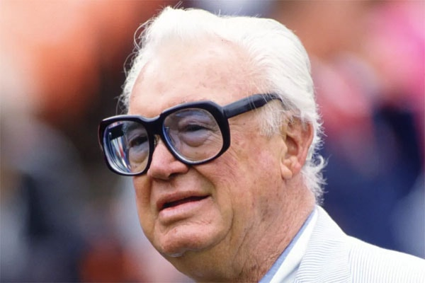 Elizabeth Caray's dad is Harry Caray