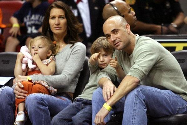 Jaz Elle enjoying Miami Heat Game with family.