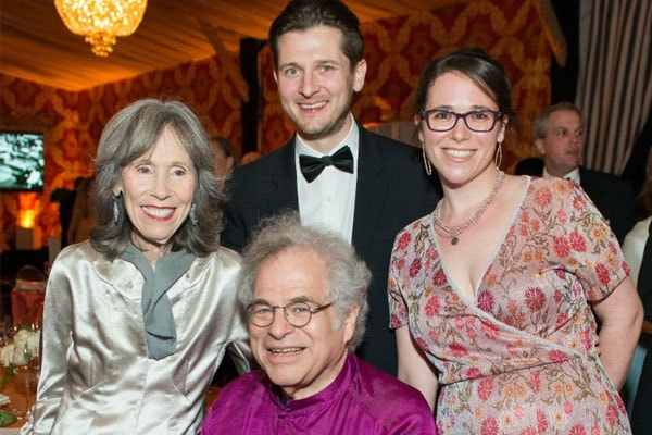 Toby and Itzhak Perlman's daughter is Ariella Perlman.