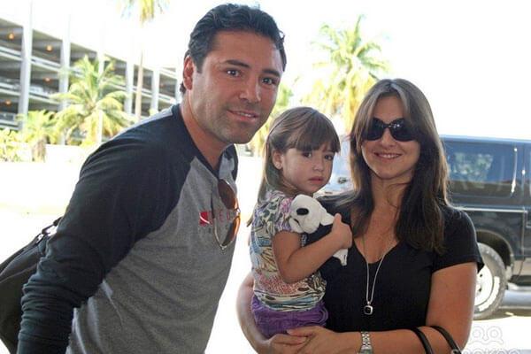 Nina Lauren Nenitte De La Hoya is the youngest child in Oscar De La Hoya's family.