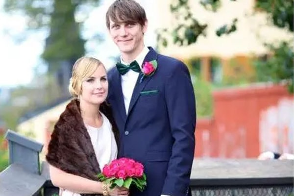 Stellan 's son Sam Skarsgård is already married.