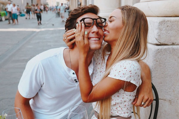Adam Bartoshesky and Eva Gutowski are the lovely couple.