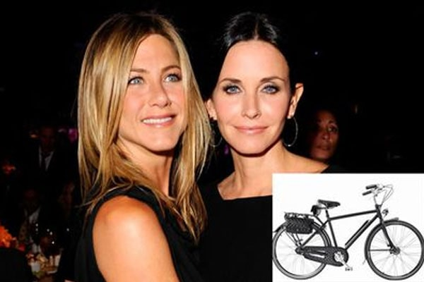Courteny cox gave gift