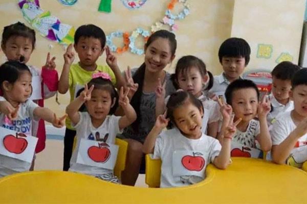 Jet Li's daughter Jada Li philantrophist