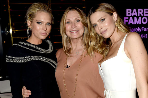 Rebecca Dyer with her two daughter Sara and Erin Foster
