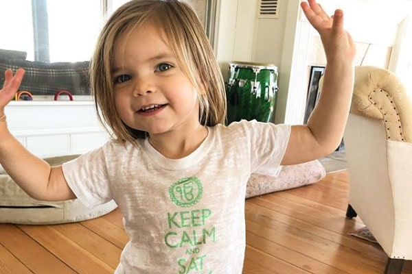 Amy Smart's daughter Flora Oosterhouse