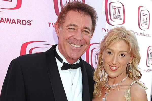 Barry Williams' ex-girlfriend, Elizabeth Kennedy