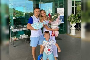 Petr Yan's son and wife
