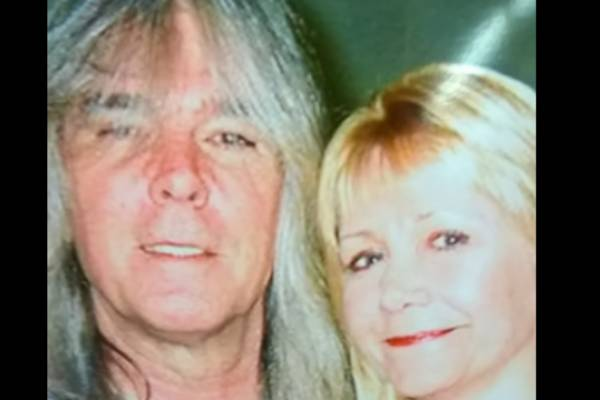 Cliff Williams Is In Marital Relationship with His Wife.